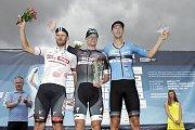 V Dolanech u Olomouce finišovala závěrečná čtvrtá etapa závodu Czech Cycling TourSam Bennett, vítěz 4. etapy (uprostřed)
