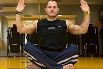 Petr Peč: Pilates je vhodnou volbou pro začátek cvičení. Zpevní trup a připraví tělo na další lekce.