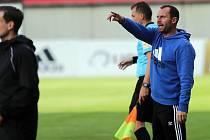 Trenér Látal diriguje Sigmu při zápase proti Baníku