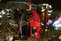 Ve Svojanově se  převrátil traktor, jeden muž pod ním uvízl, museli ho vyprostit hasiči