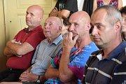 Ve Chválkovicích besedovali zastupitelé s občany na téma zachování cesty a aleje na Svatý Kopeček