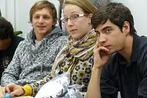 Představitelé hlavních rolí (zprava) Ivan Lupták, Marie Štípková a autor hudby Tomáš Klus