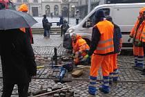 Tramvaje nejezdí kvůli problémům na koleji u Galerie Moritz