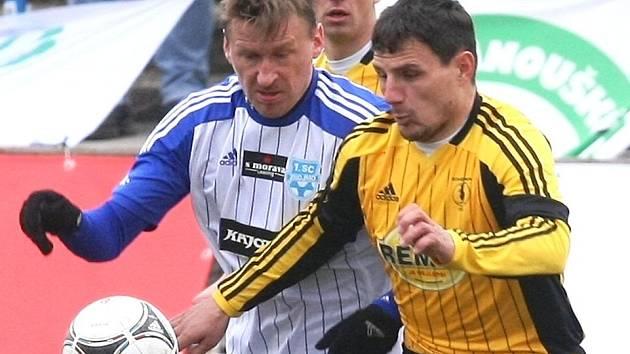 Marek Heinz v dresu Znojma (vlevo)