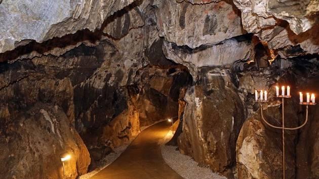 Zachraneny Unikat V Jeskyni Obnovili Pet Set Let Stare Malby