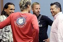 Zleva pánové: Kincl, Obermajer, Zoubek, Kapr z července roku 2009, tj. necelé dva měsíce po inkriminovaném zápase