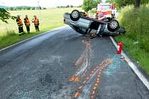 Mladá řidička audi vážně havarovala při předjíždění u Vápenné