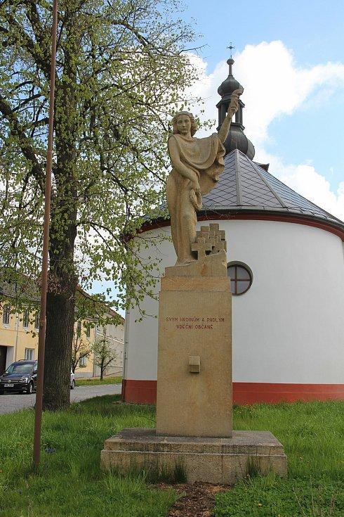 Pomník obětem světových válek v Ústíně