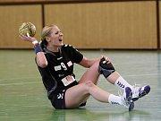 Zora (v tmavém) prohrála se Slavií první zápas o bronz 27:28. Katarína Berová