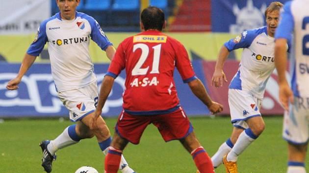 Tomáš Galásek (s míčem)