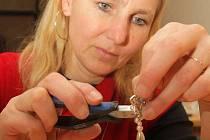 Lidé si v kurzu mohli vyrobit vlastní barokní šperk