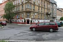 Křižovatka ulic Mozartova a Na Vozovce v tzv. Úřednické čtvrti v sousedství historického centra Olomouce