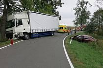 Srážka náklaďáku a škodovky u Horního Štěpánova
