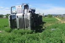 Převrácený kamion u Šternberka. 5. června 2017