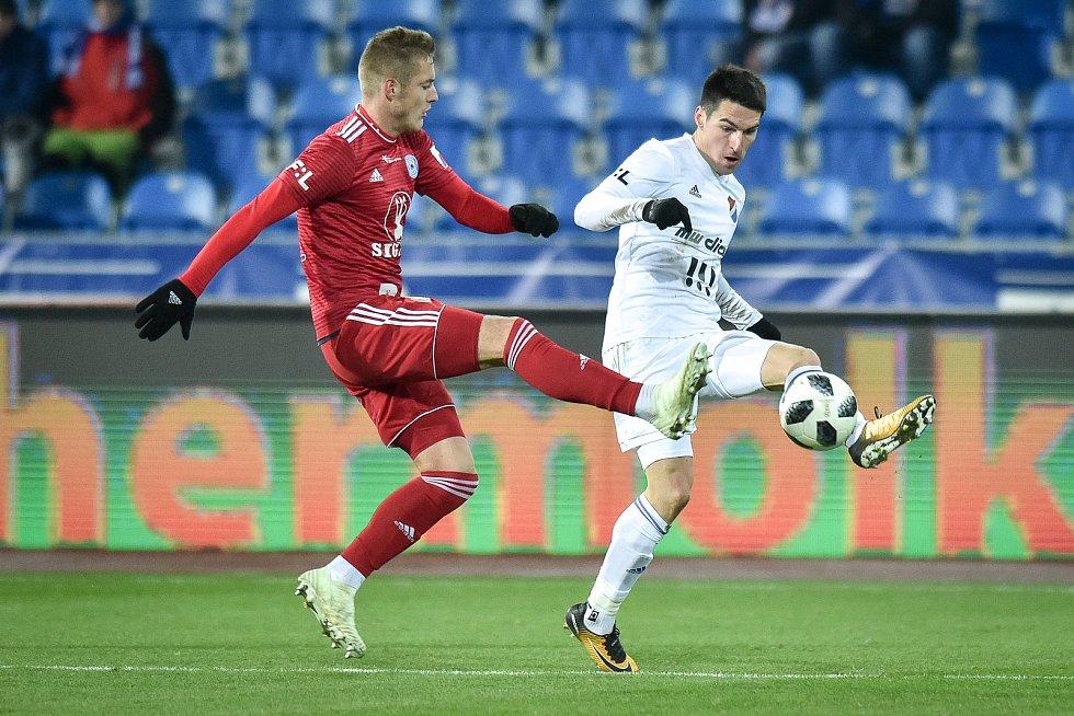 Utkání 19. kola první fotbalové ligy: Baník Ostrava - Sigma Olomouc, 14. prosince 2018 v Ostravě. Na snímku (zleva) Jakub Plšek a Robert Hrubý.