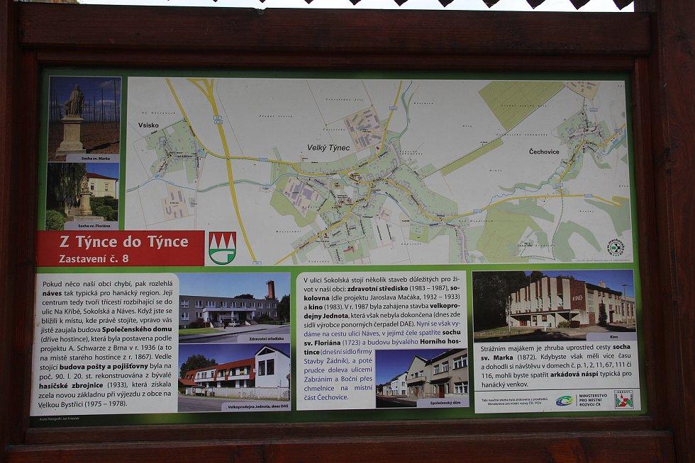 Tabule poskytnou návštěvníkům Velkého Týnce zajímavé informace.