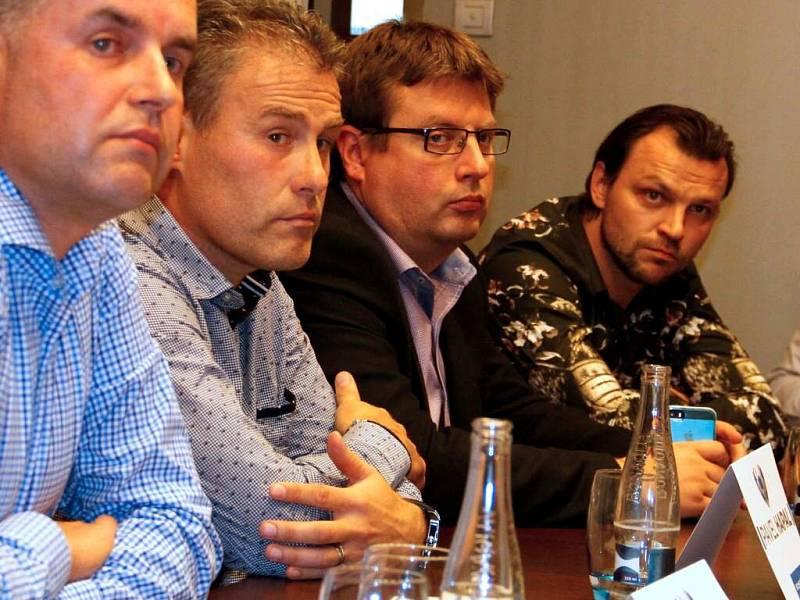 Tiskovka iniciativy Spojme síly pro Sigmu. Roman Brulík, Pavel Hapal, primátor Martin Major, Tomáš Ujfaluši