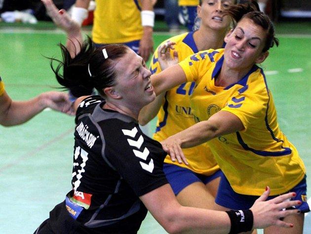 Zora Olomouc (v černém) proti Zlínu