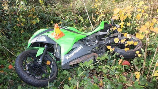 Nehoda osmnáctiletého mladíka na motorce mezi Šternberkem a Mutkovem, 20. 10. 2019