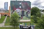 Street art festival v Olomouci 2019. Wasp Elder (Velká Británie) a jeho mural na zdi VŠ kolejí v Olomouci