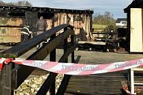 Následky požáru kiosku u lázní ve Slatinicích, 29. 12. 2020