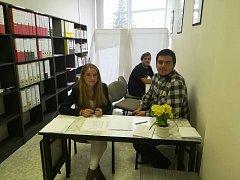 Volební komise při studentských volbách na Střední zdravotnické škole Emanuela Pöttinga.