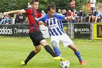 Fotbalisté Uničova (v modro-bílém) proti béčku Opavy
