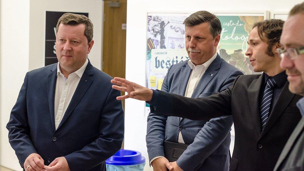 Ministr kultury Antonín Staněk (vlevo)