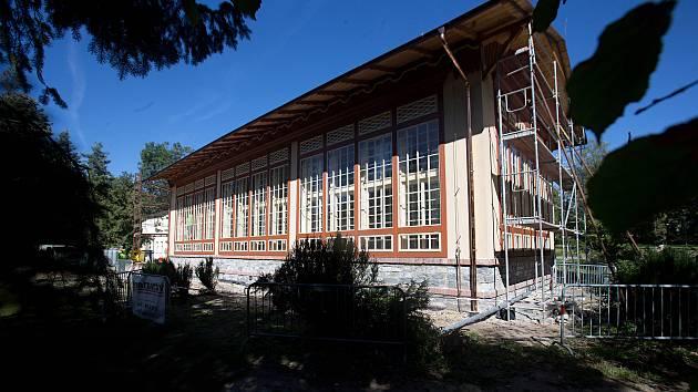 Opravovaná oranžérie ve Smetanových sadech v Olomouci