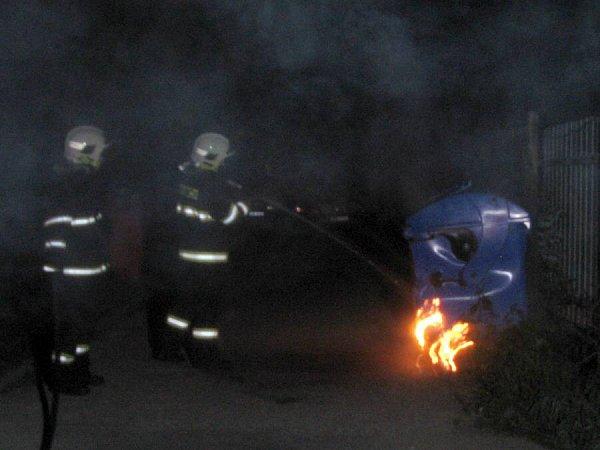 Noční požár kontejnerů vOlomouci, 15.května 2012