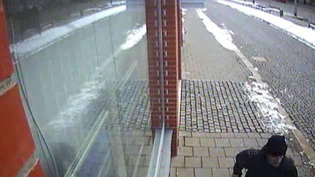 Muž podezřelý z přepadení směnárny na třídě Svobody v Olomouci