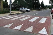 Zpomalovací práh v Přichystalově ulici v olomoucké čtvrti Nový Svět