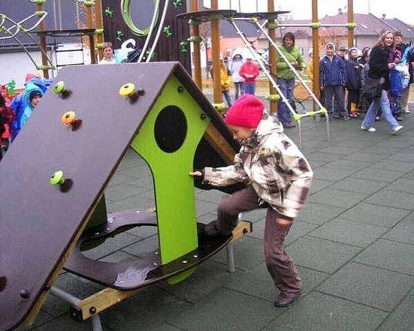 Nové dětské hřiště na šternberském sídlišti Jiráskova