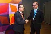 Olomoucký primátor a ministr kultury Antonín Staněk (vlevo) s ředitelem Muzea umění Olomouc Michalem Soukupem