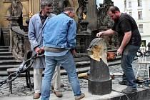 Restaurátoři pracují na Sloupu Nejsvětější Trojice v Olomouci