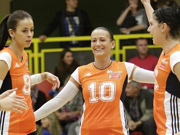 Olomoucké volejbalistky - Monika Dedíková (uprostřed)