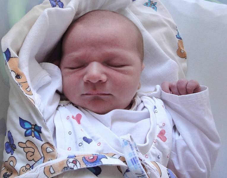 Denis Žeravík, Hranice, narozen 6. září v Olomouci, míra 52 cm, váha 3840 g.