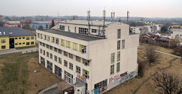 Chátrající budova patřící UP vOlomouci-Hejčíně