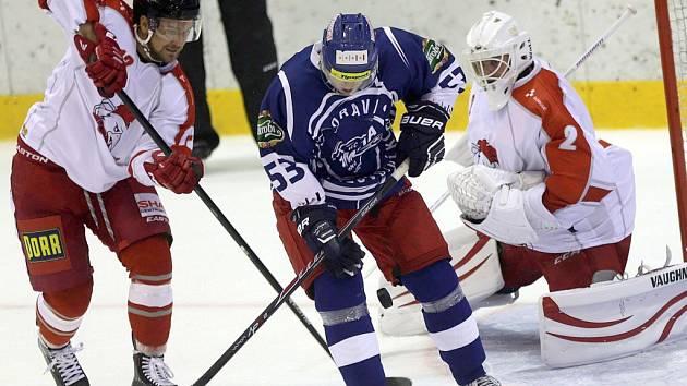 Olomoučtí hokejisté (v bílé)