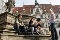 Posezení v centru Olomouce. Ilustrační foto