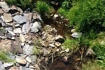 Málo vody je v těchto dnech také v korytě Sitky v Huzové.