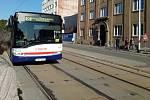 Kvůli opravě tramvajových kolejí je uzavřena Litovelská ulice, tramvaje nahradily autobusy