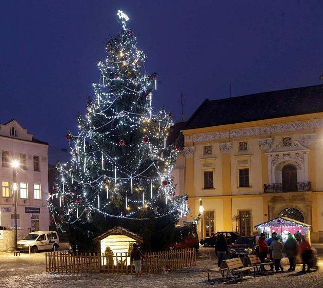 Vánoční strom na náměstí vLitovli