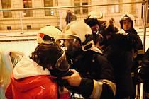 Při požáru v bytovém komplexu v Olomouci hasiči zachránili čtrnáct osob a čtyři zvířata.