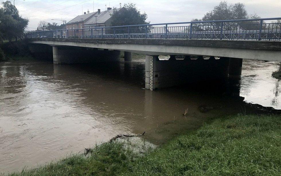 Řeka Morava v Chomoutově, 15. října 2020, 9:00