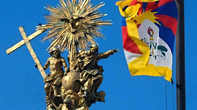 Vyvěšení tibetské vlajky před olomouckou radnicí