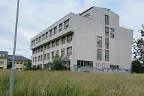 Bývalá budova přírodovědecké fakulty v olomoucké části Hejčín. 29. 6. 2020