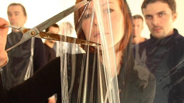 V čele elektronické formace Narcotic Fields stojí od jejího vzniku zpěvačka Tereza Kopecká.