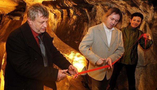Slavnostní zpřístupnění zrestaurovaných historických maleb a nápisů vjeskyni Na Špičáku