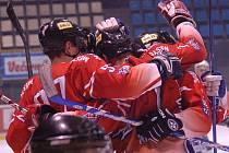 Olomoučtí hokejisté se radují z gólu